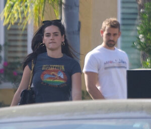 'Bachelor' Star Nick Viall Seen Strolling With Rumoured Lover Natalie Joy'Bachelor' Star Nick Viall Seen Strolling With Rumoured Lover Natalie Joy - SurgeZirc France