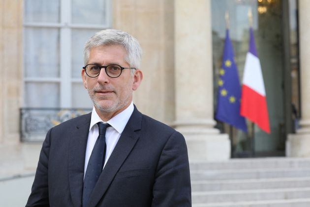 Head Of Hospital Federation Of France Calls For Vaccination For All - SurgeZirc FR