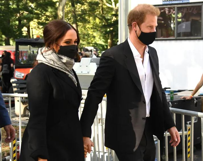 Meghan Markle Just Made This Black Scalloped Face Mask Popular - SurgeZirc FR